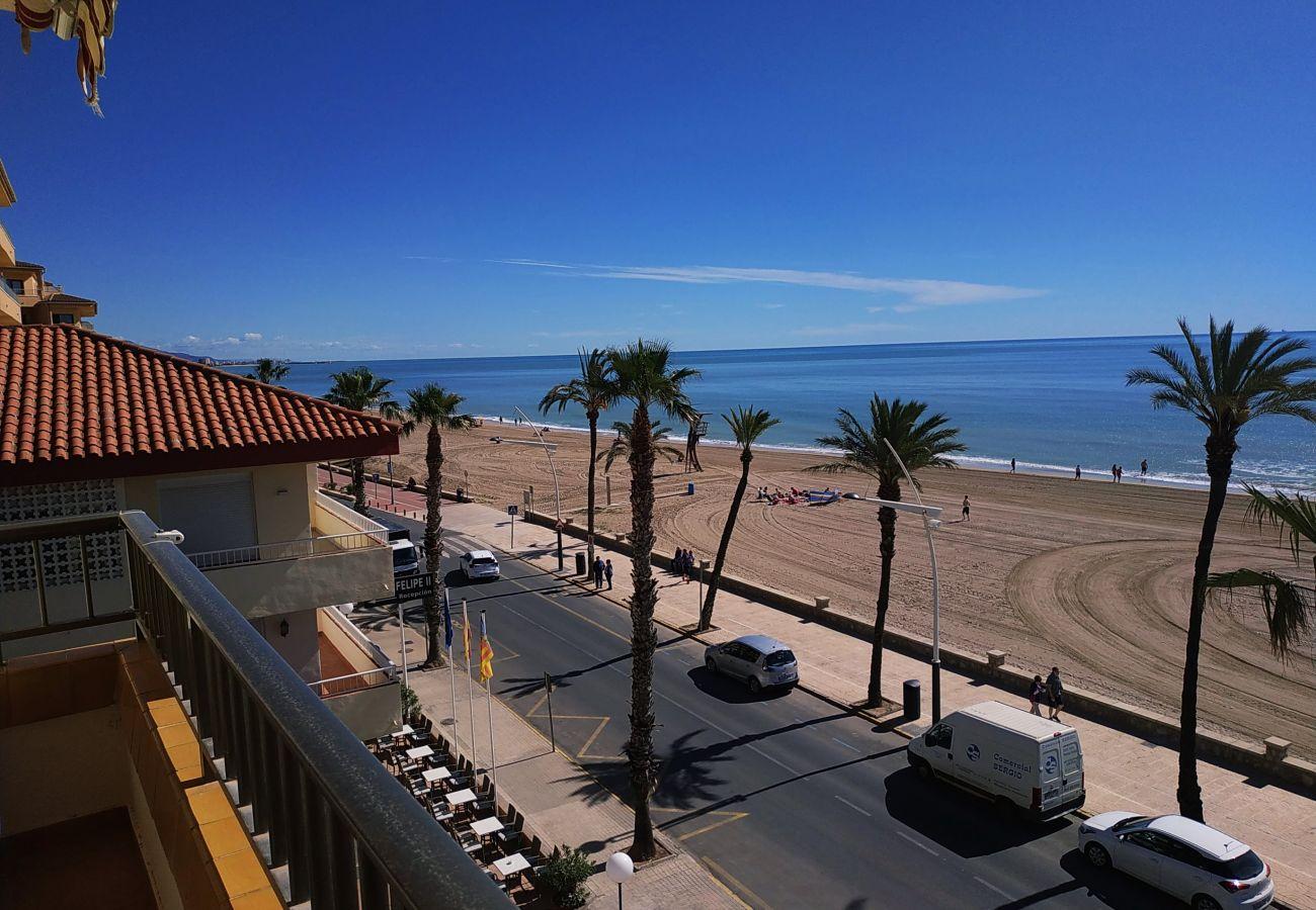 Apartamentos ubicados junto al paseo marítimo de Peñiscola