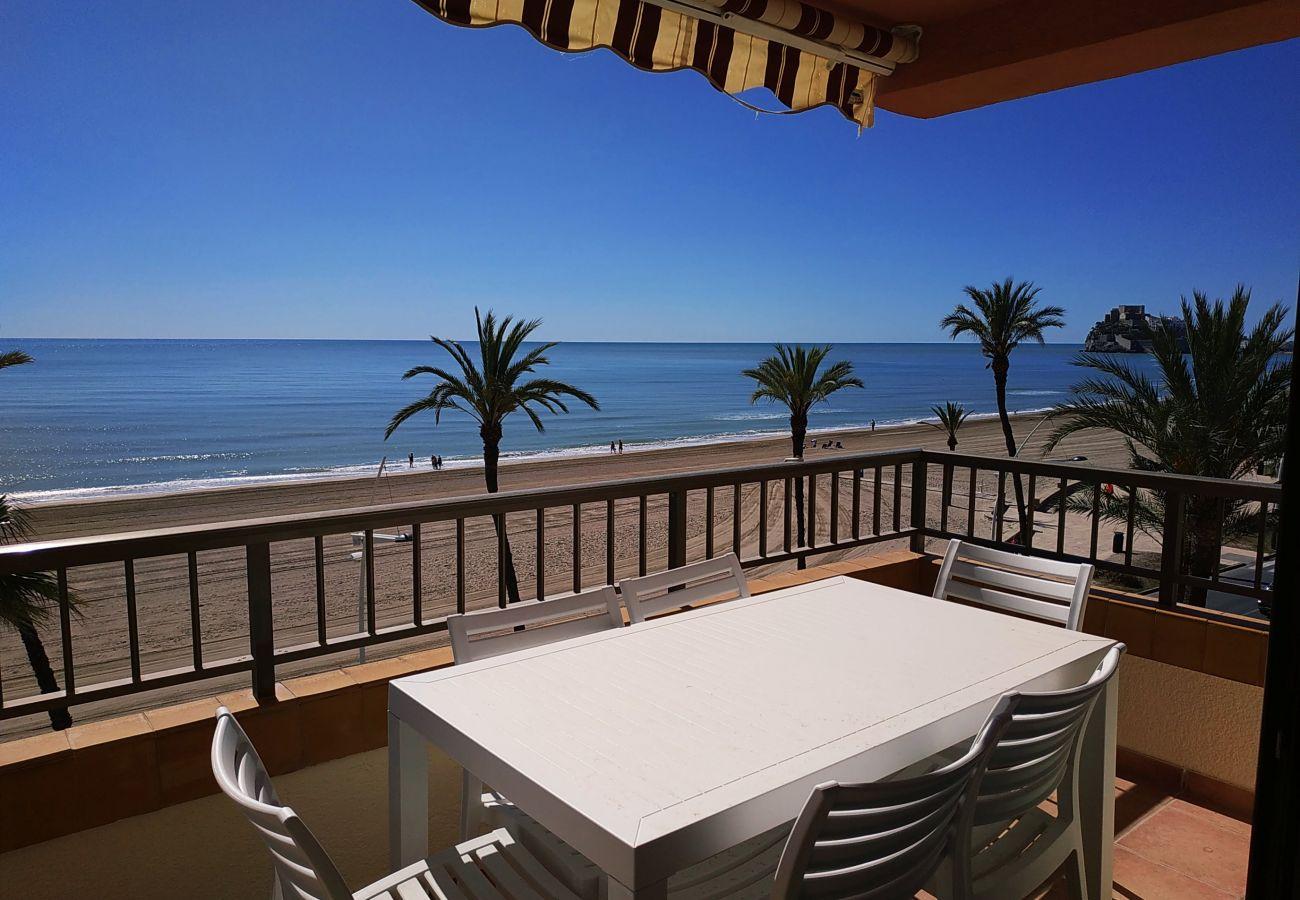 Apartamento con excelentes vistas al mar y a la playa de Peñíscola