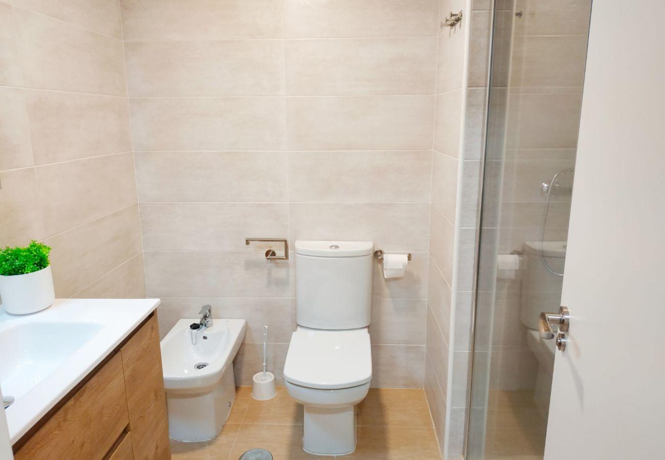 baño nuevo, ducha, playa, primera línea de playa, familiar, apartamento nuevo