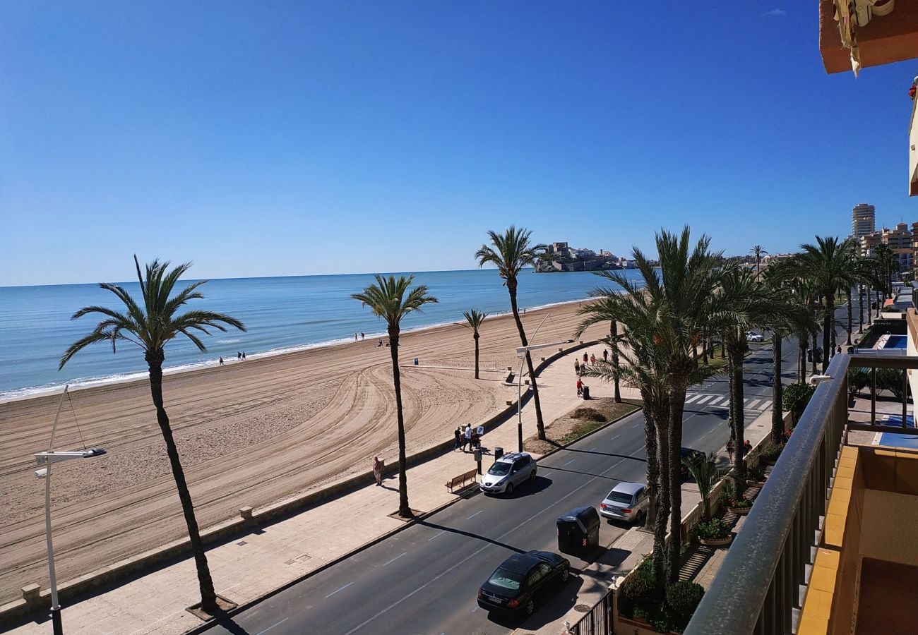From the terrace of the apartment you can see the medieval castle of Peñiscola
