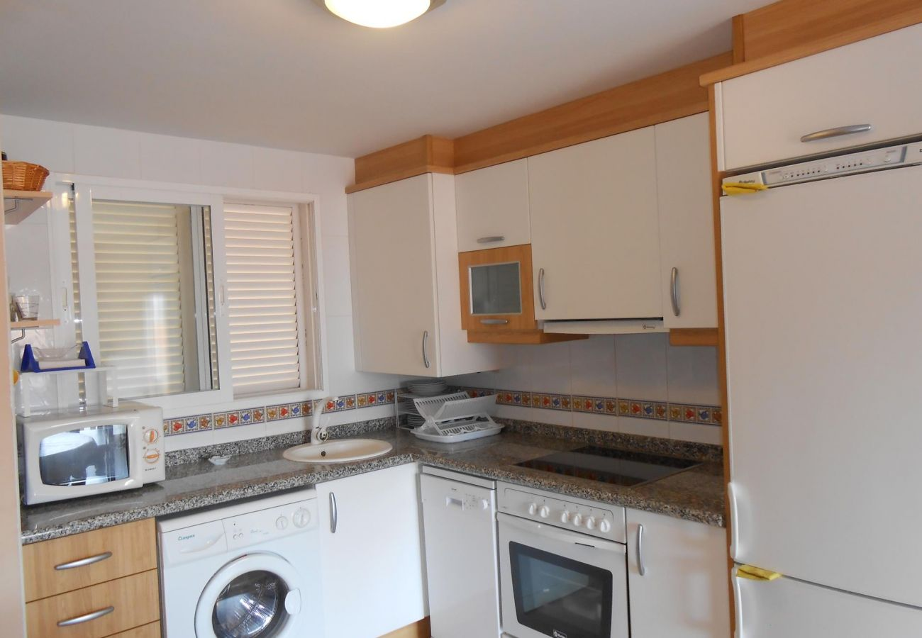 equipped kitchen, washing machine, near the beach, swimming pool, parking