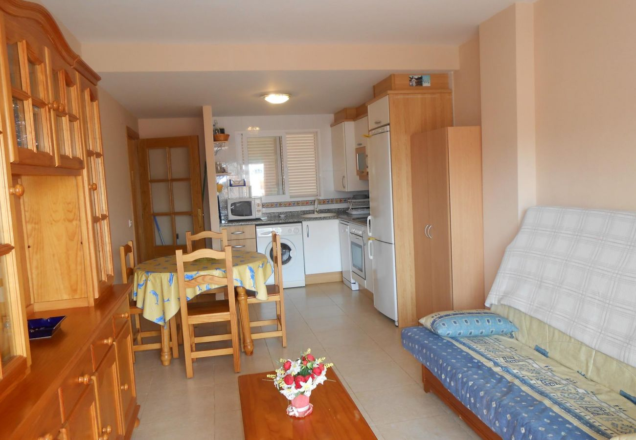 apartment near the beach, ideal for families, pool, terrace, parking