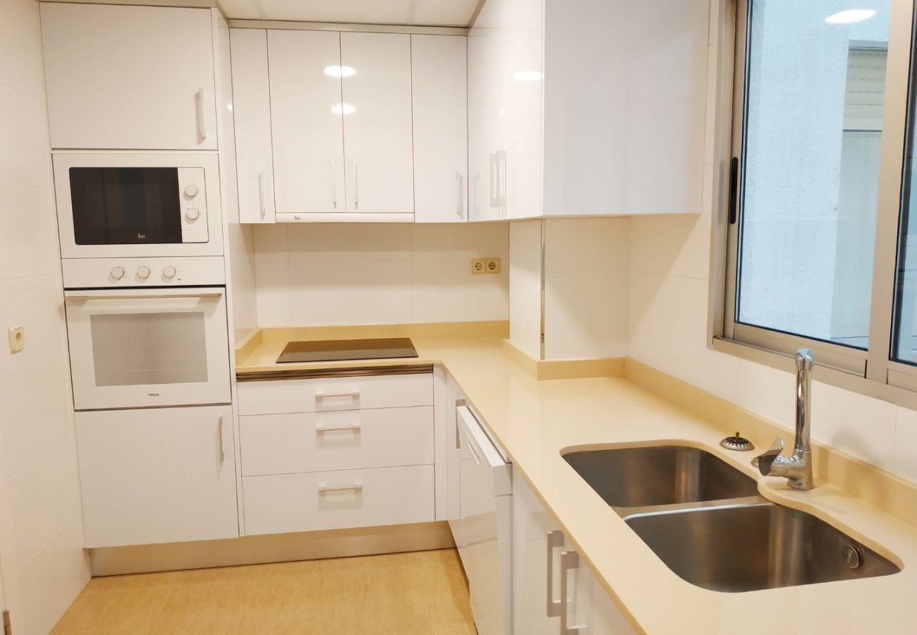 equipped kitchen, kitchen with dishwasher, large kitchen, beach, family