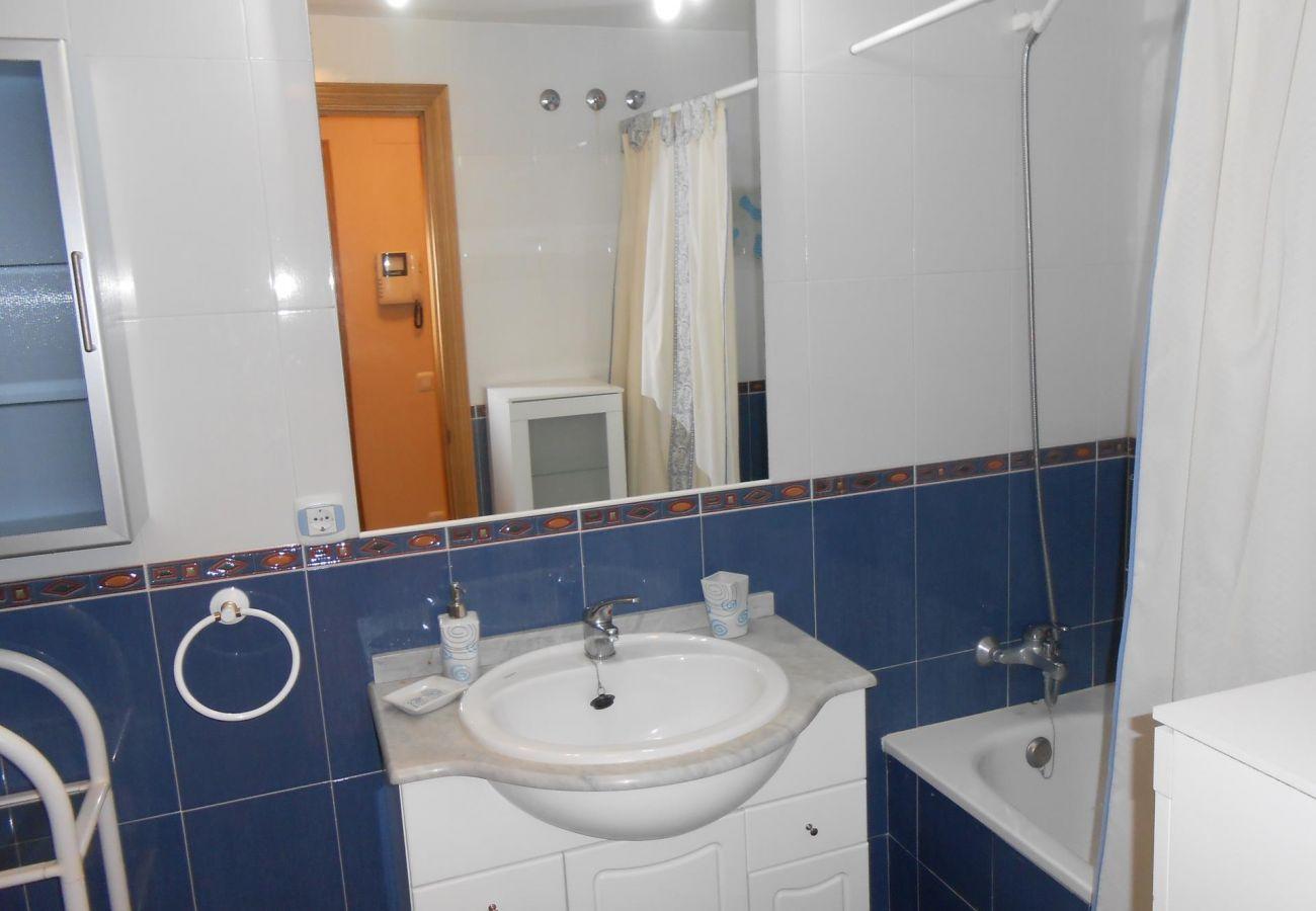 salle de bain complète avec baignoire, plage, famille, enfants, piscine, tranquillité