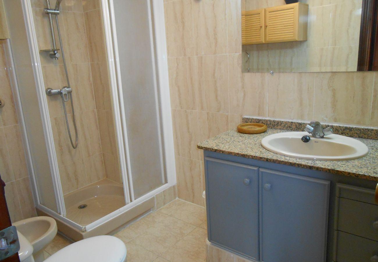 appartements bon marché, salle de bain complète, familles, enfants, plage