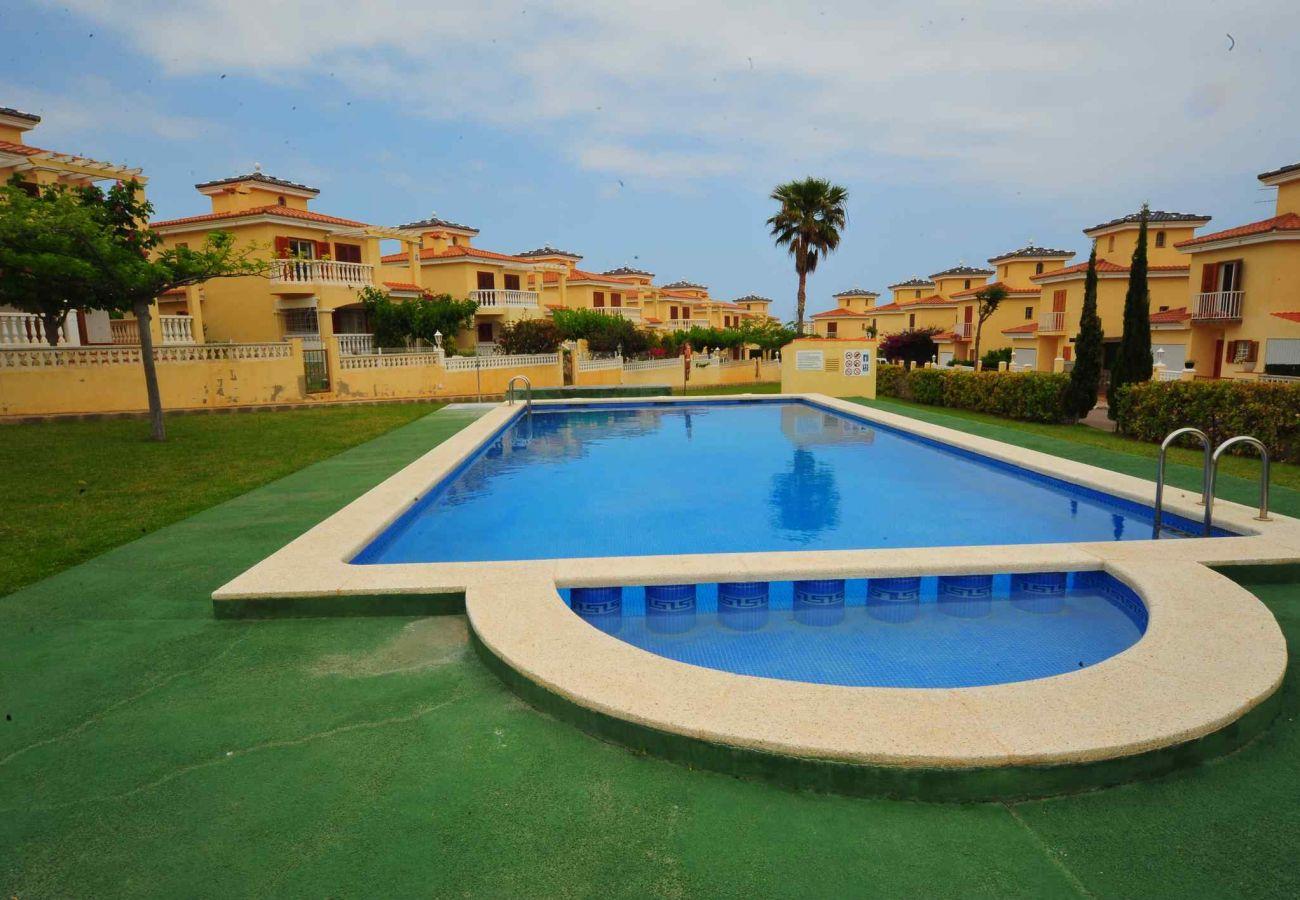 jardin, piscine, détente, famille, enfants, tranquillité, vacances
